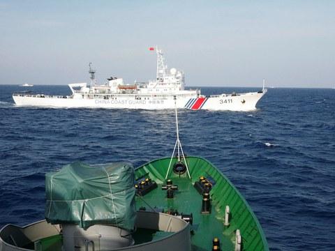 Hình minh hoạ. Tàu hải cảnh của Trung Quốc nhìn từ tàu cảnh sát biển Việt Nam ở Biển Đông hôm 14/5/2014