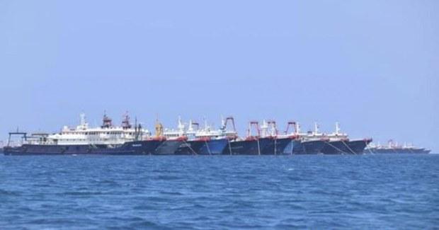 Tàu cá Trung Quốc bị nghi xả thải, gây hại cho môi trường biển ở Trường Sa