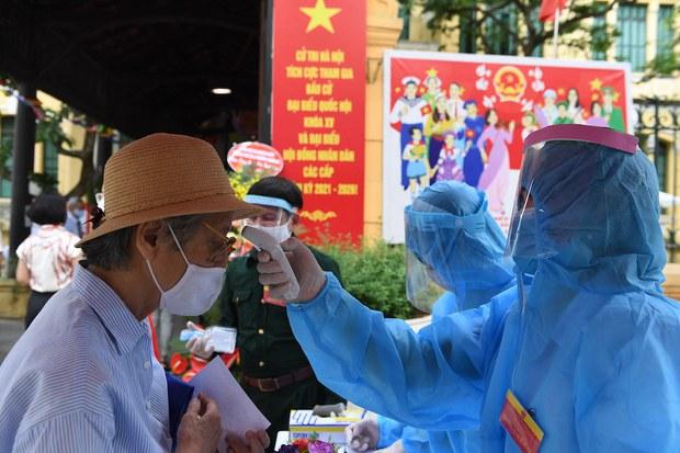 COVID-19: Việt Nam chuyển trọng tâm từ công bố lịch trình bệnh nhân sang tìm cách mua vaccine