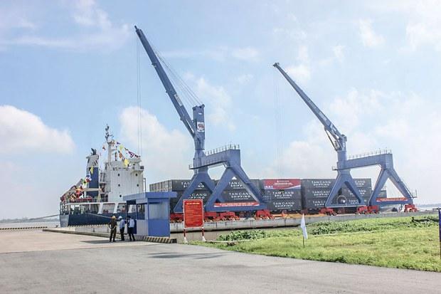 Các cảng ở miền Nam Việt Nam bị ùn tắc do COVID-19 bùng phát