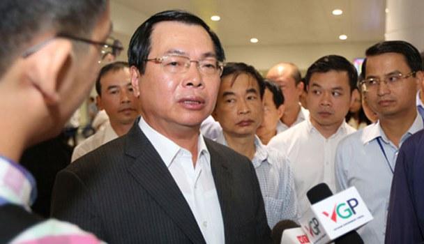 Cựu Bộ trưởng Bộ công thương Vũ Huy Hoàng trong một lần trao đổi với báo chí khi còn đương chức. (Ảnh minh họa)