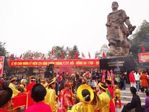 Tượng đài Quang Trung trong ngày lễ hội
