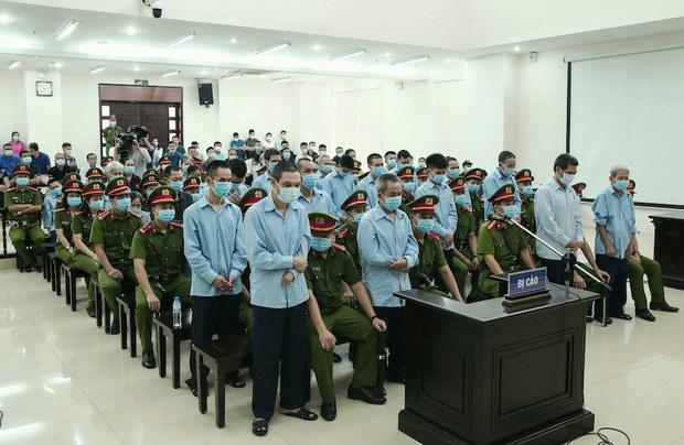 """Phúc thẩm Đồng Tâm: Luật sư tự đánh máy biên bản phiên tòa nhưng """"bị tịch thu"""""""