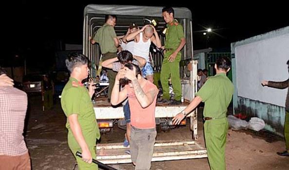 Một số học viên trốn trại bị bắt đưa trở lại Trung tâm cai nghiện Đồng Nai.