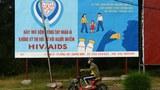 Một bảng tuyên truyền phòng tránh HIV/AIDS tại Việt Nam