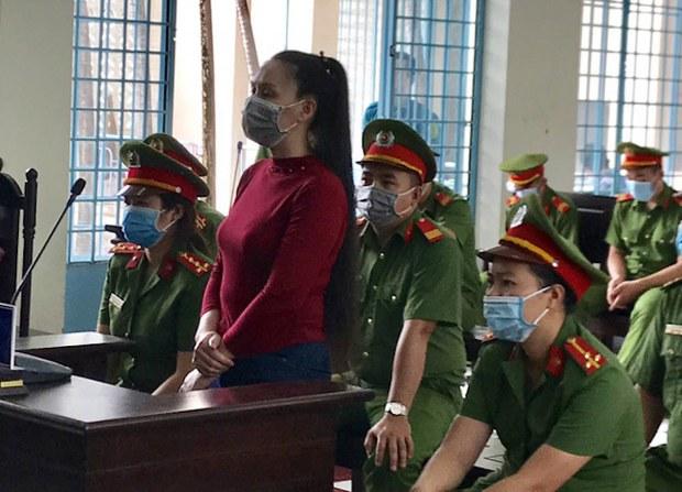 """Bà Lê Thị Bình bị tuyên 2 năm tù vì bị cáo buộc """"phỉ báng Đảng Cộng sản"""""""