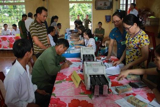 Hôm 16/11/2016 Ủy ban nhân dân huyện Vĩnh Linh, tỉnh Quảng Trị bắt đầu thực hiện chi trả cho người dân tại thôn Vịnh Mốc, xã Vĩnh Thạnh.