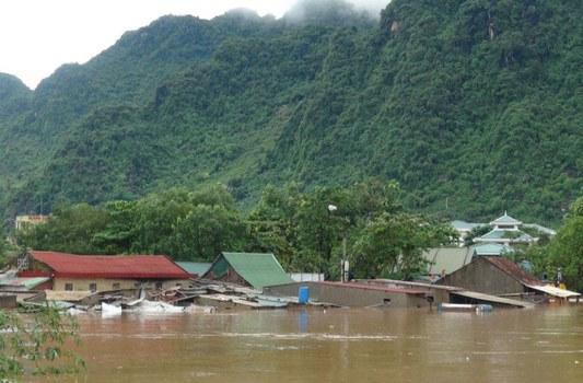 Những ngôi nhà ngập nước ở huyện Bố Trạch, tỉnh Quảng Bình ngày 15 tháng 10 năm 2016.