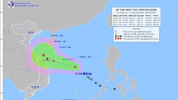 Dự báo nguy cơ bão chồng bão đổ vào các tỉnh miền Trung