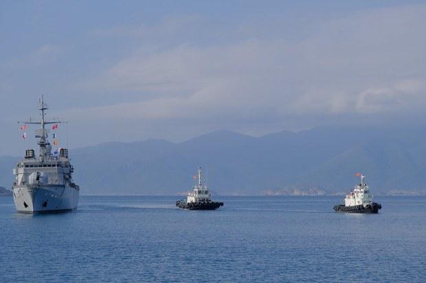 Hộ tống hạm Pháp cập cảng Cam Ranh khẳng định quyền tự do hàng hải