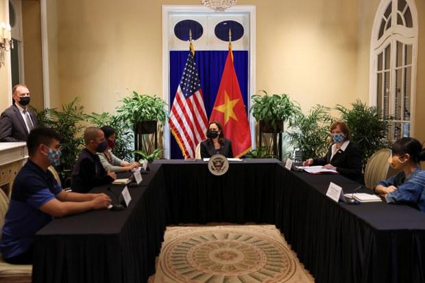 Giới bất đồng chính kiến vắng mặt trong cuộc gặp của bà Kamala Harris với xã hội dân sự Việt Nam