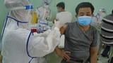 Hình minh hoạ: Một người dân TPHCM đang được tiêm vắc-xin ngừa COVID-19 vào tháng 7/2021
