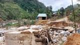 Mưa lớn, sạt lở, nhiều thủy điện xả lũ đe dọa miền Trung