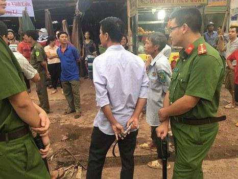 Lực lượng chức năng đến cưỡng chế Chợ Vĩnh Tân tại huyện Vĩnh Cửu, tỉnh Đồng Nai, vào sáng 22/11 bất chấp phản đối của tiểu thương buôn bán lâu nay.