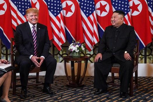 Tổng thống Hoa Kỳ Donald Trump và lãnh đạo Triều Tiên Kim Jong Un trong cuộc họp tại khách sạn Sofitel Legend Metropole ở Hà Nội vào ngày 27 tháng 2 năm 2019.