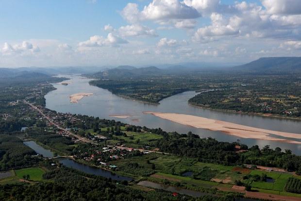 Nước sông Mekong xuống thấp đáng ngại vì Trung Quốc giữ nước ở đập thuỷ điện