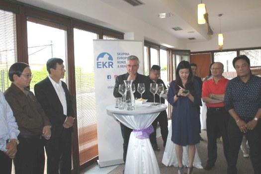 Ông Jan Zahradil trong cuộc gặp các đại sứ Việt Nam tại Châu Âu và đại diện Liên hiệp Hội người Việt tại Châu Âu vào tháng 7/2019 tại khách sạn Marcinčák ở thành phố Mikulov