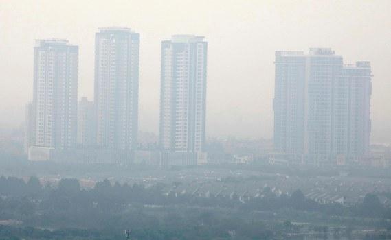 Những tòa nhà ở Hà Nội trong màn bụi vì ô nhiễm không khí hôm 2/10/2019.