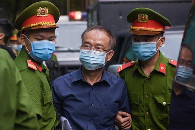 Bà Dương Thị Bạch Diệp và ông Nguyễn Thành Tài sắp hầu tòa
