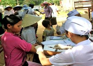 Bộ y tế đã đưa nhiều toán y tế xuống khám trực tiếp, lấy mẫu xét nghiệm các bệnh nhân .