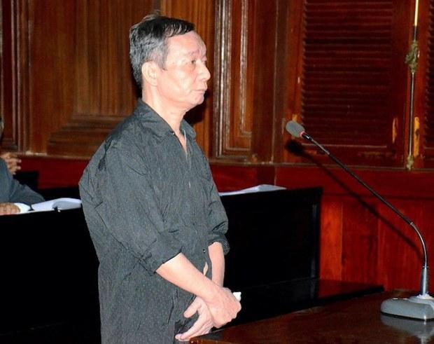 Vợ nhà báo Nguyễn Tường Thụy gặp chồng lần đầu sau khoảng 1 năm bị giam