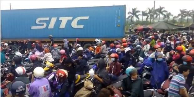 Người dân Hải Dương chặn quốc lộ 5