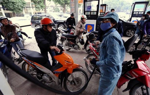 Giá xăng tiếp tục tăng lần thứ 6 liên tiếp