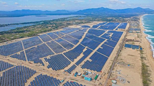 Khánh thành Nhà máy năng lượng mặt trời Phù Mỹ & nỗi lo giảm phát