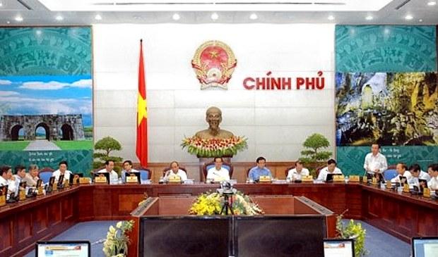 Tại phiên họp thường kỳ tháng 8 của Chính phủ diễn ra hôm nay, 27-8, Thủ tướng Nguyễn Tấn Dũng nhấn mạnh phải thực hiện tái cơ cấu ngân hàng vì an toàn của hệ thống, vì lợi ích của người dân