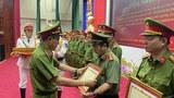 Thứ trưởng Lê Quý Vương trao khen thưởng cho các tập thể và cá nhân có thành tích xuất sắc tại TPHCM hôm 13/4/2021