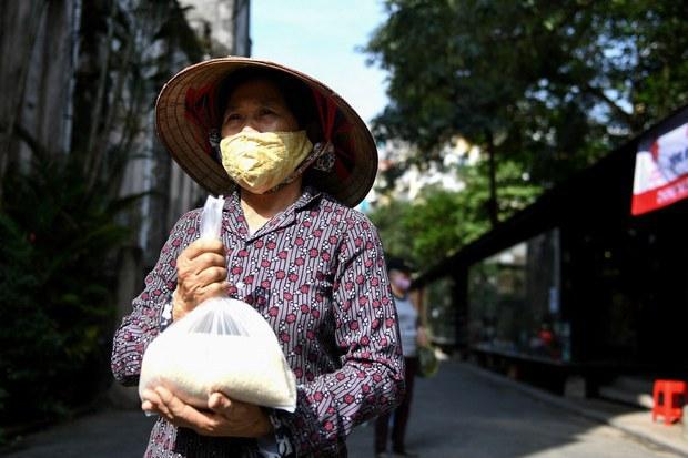 Các địa phương ở Việt Nam cam kết giúp người nghèo trong dịch bệnh