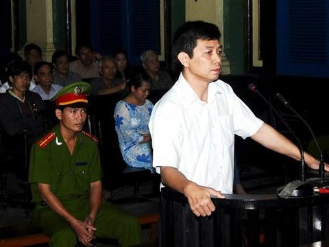 TNLT Trần Huỳnh Duy Thức tại phiên toà ở TP Hồ Chí Minh hôm 20/1/2010