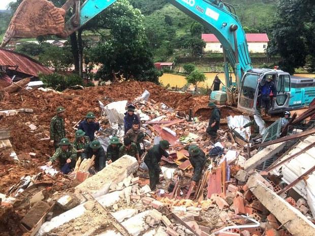 Tiếp tục tìm kiếm 11 nạn nhân mất tích trong vụ sạt lở Thủy điện Rào Trăng 3