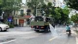 Phun hóa chất diệt khuẩn trên đường phố Hà Nội hôm 26/7/2021.