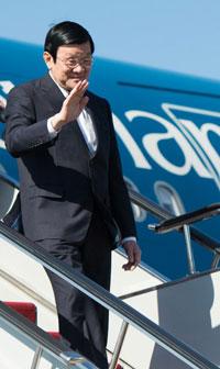 Chủ tịch nước Việt Nam Trương Tấn Sang đến tham dự APEC 2012 tại Vladivostok vào ngày 06 tháng 9 năm 2012. AFP PHOTO.