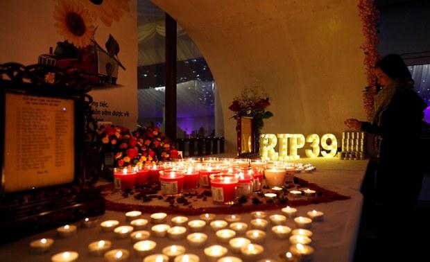 Lễ tưởng niệm 39 nạn nhân Việt Nam chết trong xe truck tại Anh.
