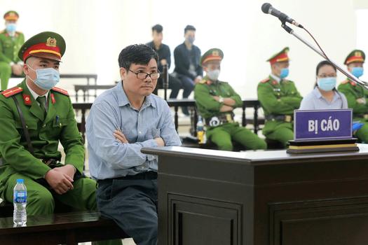 Hình minh hoạ. Blogger Trương Duy Nhất tại phiên toà sơ thẩm ở Hà Nội hôm 10/3/2020. AFP