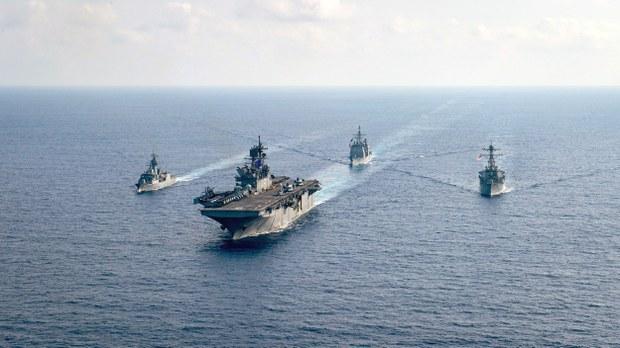 Minh họa: Tàu Hải quân Hoa Kỳ và Hải quân Hoàng gia Úc ở Biển Đông.
