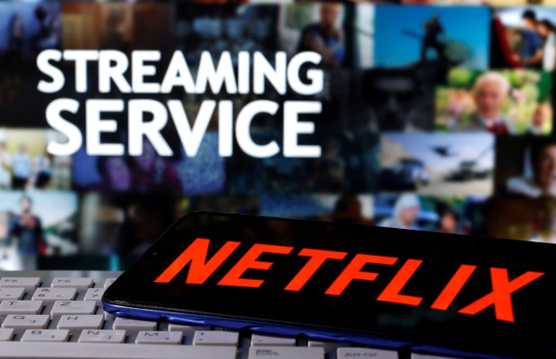 Việt Nam yêu cầu Netflix gỡ bỏ phim truyền hình gián điệp của Úc vì bản đồ lưỡi bò ở Biển Đông
