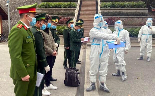 Một tội phạm Trung Quốc trốn truy nã chạy sang Việt Nam được trả về Hoa Lục