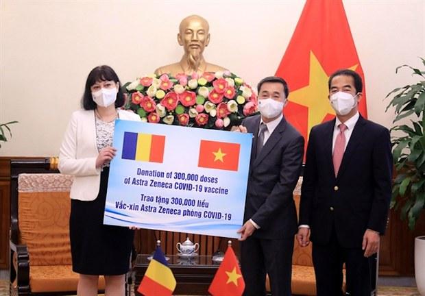 Việt Nam nhận 300.000 liều vắc-xin từ Romania, hơn hai triệu đô la tài trợ của World Bank