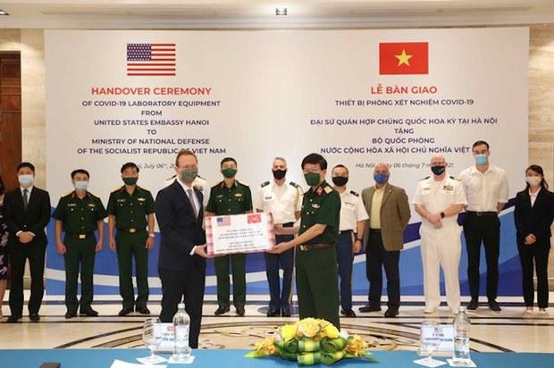 Việt Nam được Mỹ trao tặng thêm gần hai triệu liều vắc-xin COVID-19