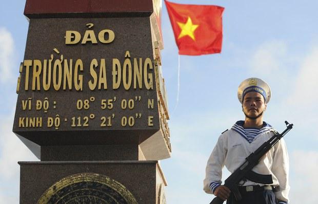 Đường lối của Việt Nam đối với Trung Quốc và Biển Đông trong nhiệm kỳ 13 của Đảng