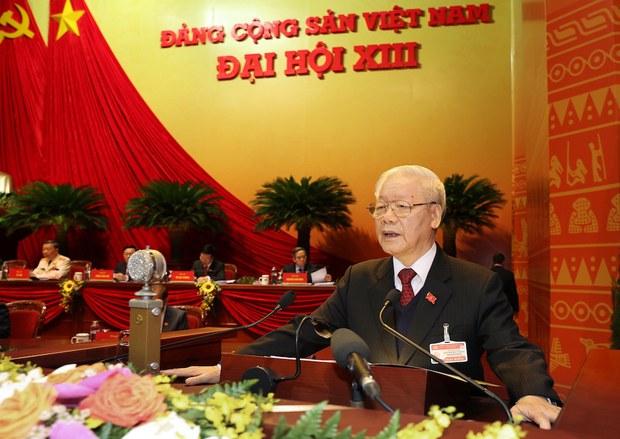 """Báo Nhà nước đồng loạt rút tin: ông Trọng là """"nhân sự đặc biệt"""" được tái cử"""
