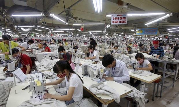 Dệt may Việt Nam yêu cầu Chính phủ ưu tiên tiêm vaccine phòng COVID-19 cho công nhân