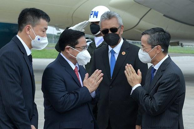 Thủ tướng Việt Nam đến Indonesia dự Hội nghị các nhà lãnh đạo ASEAN