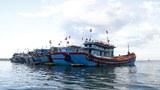 Người lao động Việt Nam ở nước ngoài vượt biển về nước đón Tết