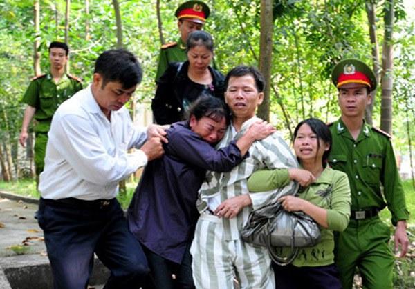 Nạn nhân Nguyễn Thanh Chấn bị tù oan 10 năm, ảnh chụp hôm được trả về gia đình