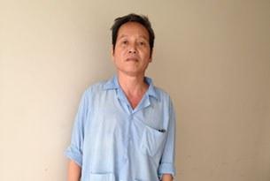 Thầy Đinh Đăng Định tại bệnh viện hôm 17/10/2013.