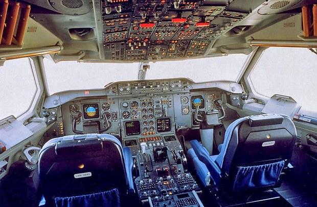 Buồng lái một chiếc máy bay A310-300. Ảnh minh hoạ